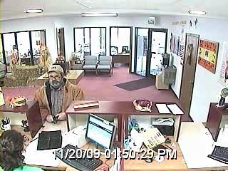 2009-11-20 Spencer PD, ISP Investigates Bank Robbery 2.jpg