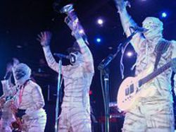 220px-Here_Come_the_Mummies.jpg