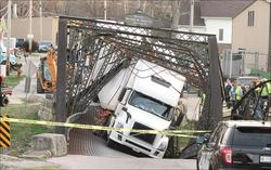 paoli bridge collapse.jpg