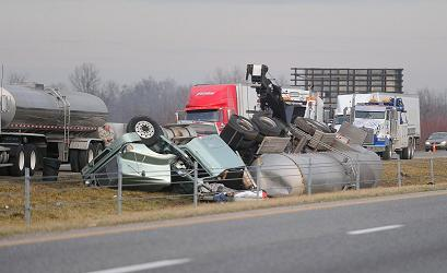 20130118st_interstate_wreck_01ajp.jpg